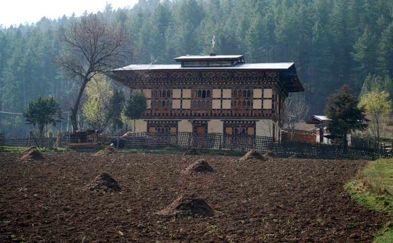 Bhutanese farmhouse. Bhutan cultural tour, 2 days trek in bumthang, Bumthang cultural trek.
